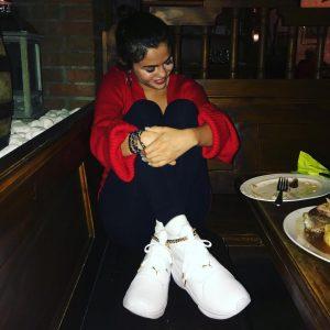 22 Апреля Селена на Инстаграме: Решила приехать в Германию, чтобы встретить мою семью @puma