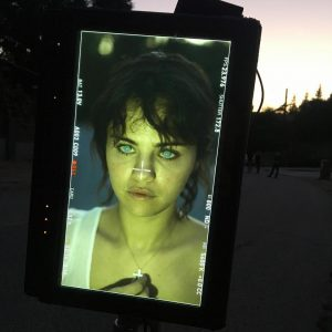21 Июня больше фото Селены из за кулис со съемок Love Story