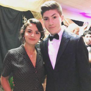 23 Июня Селена с фанатом на выпускном Choc Prom