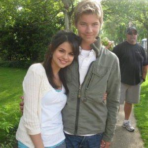 4 Августа новые фото Селены с фанатами на съемках фильма Рамона и Бизус в 2009
