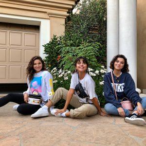13 Августа Селена на Инстаграме: Пробую мои новые @coach и Селена сумки с моими друзьями