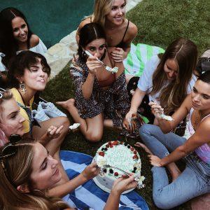 18  Августа @hana.huss на Инстаграме: Мы можем праздновать твой День рождения в любой день, каждый день @courtneyjbarry