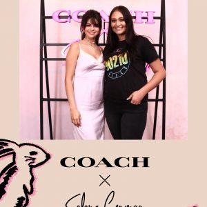 5 Сентября профессиональные фото Селены с фанатами на мероприятии Coach Event