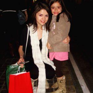 5 Сентября Селена с одной и той же девочкой фанатом в 2008 и вчера