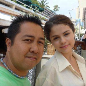 16 Сентября Селена с фанатом на съемках фильма Монте Карло в 2010 году