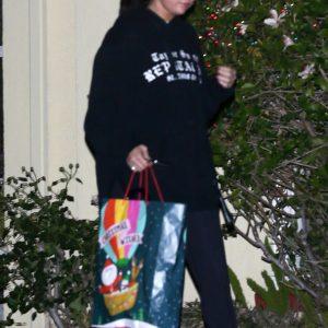 26 Декабря Селена покидает дом подруги в Лос-Анджелесе