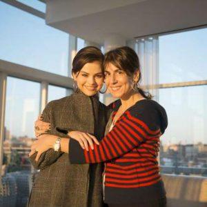 25 Января старое фото Селены и Элин Кешишиан для журнала Форбс