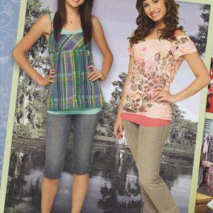 1 Февраля новый постер с Селеной и Деми Ловато из фотосессии для «Программа защиты принцесс» 2009 года