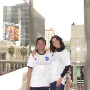 20 Мая Селена с фанатом, встретившим ее при поддержке организации «Make A Wish Foundation»