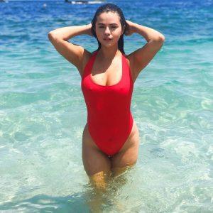 28 июня @krahs на Инстаграме: КАКОЙ ВИД 💋 @selenagomez в купальнике «Comino Rib One Piece»