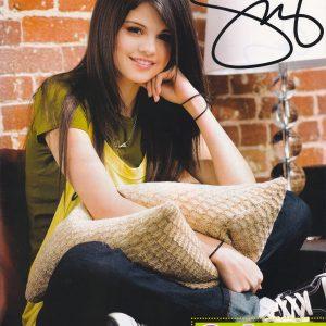 21 июня новые фото и постеры из фотосессии для журнала Tiger Beat 2008 года