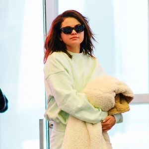 12 Июня Селена вылетает из аэропорта JFK в Нью-Йорке