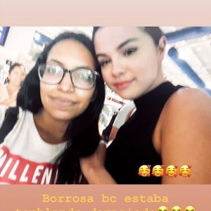 30 июня больше фото Селены с фанатами в аэропорту Пуэрто-Вальярта в Мексике