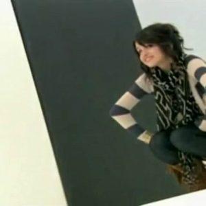 29 Июня узнай, как Селена выбирает стиль для фотосессий сериала Волшебники Из Вейверли Плейс в редком видео из 2008 года