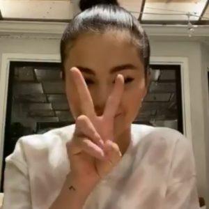 15 Июня Селена на Weibo: Через 2 дня вы сможете купить мой специальный мерчандайз