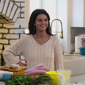 12 Августа пара новых превью из кулинарного шоу Селены «Selena + Chef»