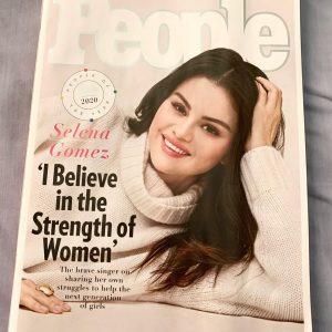5 Декабря фанатские фото журнала People Magazine с Селеной на обложке