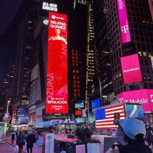 28 Января реклама альбома Revelacion замечена на Таймс-Сквере в Нью-Йорке