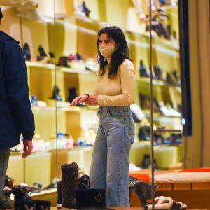 25 Января Селена на шоппинге в Нью-Йорке