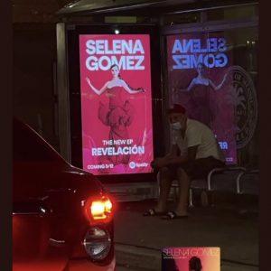 9 Февраля реклама альбома Revelacion замечена на остановках в Майами