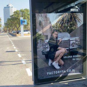 26 Февраля постеры Puma Cali Star с Селеной  замечены на автобусной остановке в Тель-Авиве