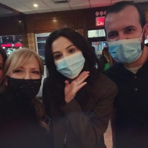 26 Марта Селена с фанатами в ресторане в Нью-Йорке