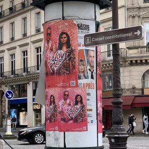 4 Марта больше промо плакатов с песней Selfish Love замеченных в Париже