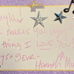 24 Марта Ханна Монтана написала Селена на Твиттере