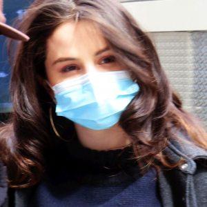 9 Апреля новые фото Селены на съемках сериала Only Murders In The Building в Нью-Йорке