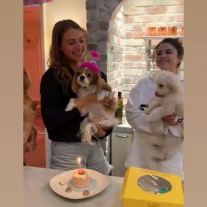 7 Мая новое видео с Селеной со Дня рождения щенка Анны Коллинс в 2019 году